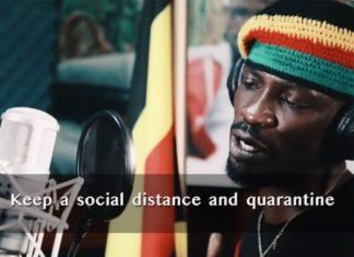Nella foto l'artista e oppositore ugandese Bobi Wine